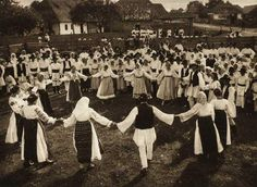 Hora, a Traditional Romanian Dance, by Kurt Hielscher, 1933 Bucharest Romania, Folk Dance, Photomontage, World Cultures, Old Photos, Vintage Photos, Slovenia, Macedonia, Pictures