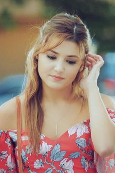 Most Beautiful Girl Hande Erçel, the 25 years old Turkish girl. World Most Beautiful Woman, Beautiful Girl Image, Beautiful Images, Beautiful Celebrities, Beautiful Actresses, Beauty Redefined, Cute Girl Poses, Cute Girl Face, Turkish Beauty