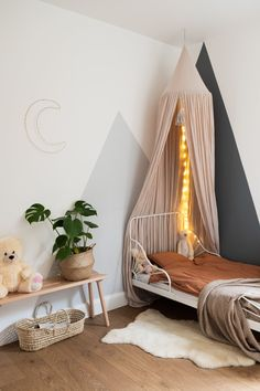 Toddler Room inspiration needed for a girl of 2 years? In this house in London you will find a modern fashionable girls room, where many little girls dream! Room Decor Bedroom, Girls Bedroom, Lego Bedroom, Childs Bedroom, Girl Rooms, Small Bedrooms, Ikea Minnen Bed, Kura Bed, English Bedroom