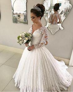 Pronta para o sim! . #universodasnoivas #noiva #weddings #wedding #weddingday #weddingdress #casamento #casamentos #vestido #vestidos #vestidodenoiva #madrinha #evento #dress @ateliercarmelita #make #penteado @romariorocha_