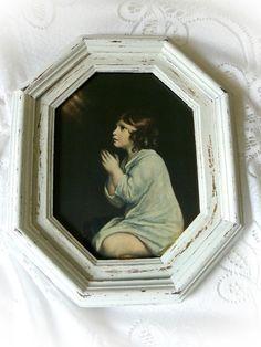 **Ganz reizendes ist dieses Motiv eines betenden Kindes hinter Glas. Bei diesem alten Bild habe ich den Zustand weitgehend erhalten und nur den massiven Holzrahmen Shabby Chic überarbeitet. Weiße...