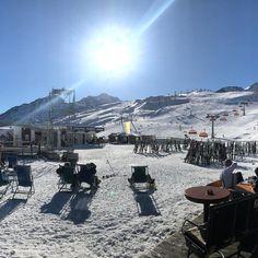 Sun deck  deluxe. Yesterday @soelden.official . . . . . . #gruenwaldresort #soelden #sölden #oetztal #ötztal #skiing #skifahren #skiinskiout #direktanderskipiste #chalet #vacation #outdoors #outdoorsport #holiday #urlaub #alpen #alps #snowboarding #snow #travel #loveit #loveskiing #nature #travelling #hotel #winter #wintertime #beautiful #travelgram #instatravel