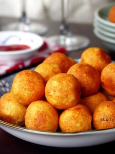Paneer Kofta/Stuffed Cheese Balls:Homemade cheese stuffed with raisins, nuts & cream - deep fried for a delightful melt in your mouth snack. Iftar, R Cafe, Indian Cheese, Homemade Cheese, Cheese Ball, Indian Food Recipes, Appetizer Recipes, Appetizers, Love Food