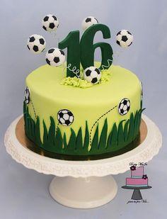Cupcakes fondant futbol soccer ball cake 36 Ideas for 2019 Football Cakes For Boys, Football Themed Cakes, Sports Themed Cakes, Football Soccer, Football Birthday Cake, Soccer Birthday Parties, 16 Birthday Cake, 16th Birthday, Fondant Cupcakes