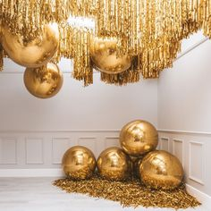 It's a gold rush 🤩🤩🤩 Share your thoughts with us and don't forget to Check out our link in bio for DIY balloon kits ⭐️ 🎈 🥳 Deco Ballon, Party Deco, Balloon Decorations, Wedding Decorations, Balloon Ideas, Bubblegum Balloons, Amazing Decor, Disco Party, Helium Balloons