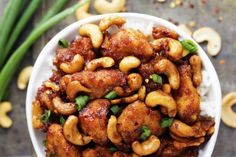 Fire up your slow cooker before you start your day, and when you get home, a delicious dinner awaits you. Presenting 50 comfort-food dinner ideas that are perfect for sweater weather. Slow Food, Slow Cooking, Easy Cooking, Slow Cooker Huhn, Crock Pot Slow Cooker, Slow Cooker Recipes, Crockpot Recipes, Cashew Recipes, Asian Recipes