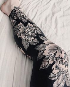 A comprehensive guide to negative space tattoos: styles, desings, upkeep and negative space tattoo artists. Tattoos Masculinas, Neue Tattoos, Bodysuit Tattoos, Trendy Tattoos, Popular Tattoos, Tattoos For Women, Cool Tattoos, Awesome Tattoos For Guys, Tatoos