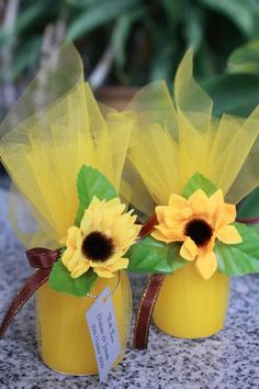 Sunflower candle table decor favors REPLACE with BLUE ribbon and RED rose for Beauty & Beast Theme.Sunflower candle table decor favors - could wrap the candies in these or orange with a sunflower - cheaper than tiny mason jarsHow to Make Paper Sunflo Sunflower Birthday Parties, Sunflower Party, Sunflower Baby Showers, Sunflower Wedding Favors, Kids Party Decorations, Diy Wedding Decorations, Wedding Centerpieces, Ideas Party, Diy Party