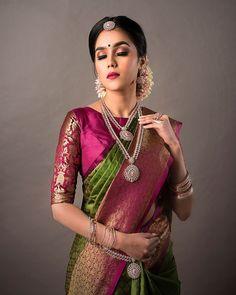 Green and pink silk kanchipuram sari.Braid with fresh jasmine flowers. Wedding Saree Blouse Designs, Pattu Saree Blouse Designs, Saree Blouse Patterns, Designer Blouse Patterns, Wedding Sarees, Pattern Blouses For Sarees, Latest Saree Blouse Designs, Designer Sarees Wedding, Designer Silk Sarees