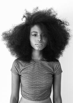 Beleza e cabelo natural.
