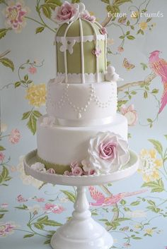 vintage style Wedding Cake with bird cage - white and green