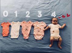 Fotoidee für Monat 4 – Babyfotografie menino m … Monthly Baby Photos, Newborn Baby Photos, Newborn Pictures, Monthly Pictures, Baby Poses, Baby Boy Photos, Baby Month Pictures, Summer Baby Photos, Funny Baby Pictures