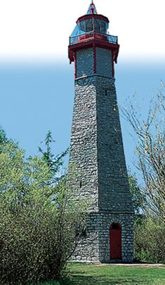 Toronto's Top 10 : Toronto Islands - Gibraltar Point Lighthouse    Toronto's oldest lighthouse has served as a shipping beacon since the early 19th century. The historic limestone landmark is rumored to be haunted by the ghost of its first keeper, who disappeared without a trace in 1815.