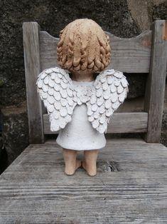 Malá Andělka (na objednávku) / Zboží prodejce Kočida | Fler.cz Paper Mache Crafts, Clay Crafts, Ceramic Pottery, Ceramic Art, Pottery Angels, Angel Sculpture, Ceramic Angels, Angel Crafts, Air Dry Clay
