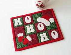 Get inspired by amazing quilting projects on Craftsy! Christmas Mug Rugs, Christmas Placemats, Christmas Sewing, Christmas Coffee, Christmas Projects, Holiday Crafts, Holiday Decor, Mini Quilt Patterns, Mug Rug Patterns