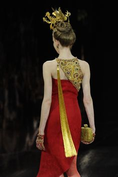 Harry Potter Gryffindor House Style dress robes by Guo Pei (Autumn/Winter 2016 Couture Collection} Couture Fashion, Fashion Art, High Fashion, Fashion Show, Womens Fashion, Fashion Design, Couture Dresses, Fashion Dresses, Kurta Neck Design