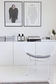 Vaihtelevasti Valkoista / Ikea Bestå / By Lassen Kubus / Bertoia Diamond / Black and white / Living room