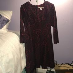Forever 21 dress Beautiful fitting red and black dress. It is a thick/sturdy material. Wore once to a Christmas party. It's a size small from forever 21. The sleeves are 3/4ths. I would say the size is a 3. Forever 21 Dresses Long Sleeve