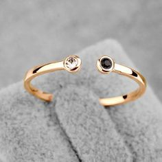 Beautiful Crystal White / Black Onyx 18K Gold Plated Fashion Jewelry Ring