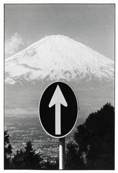 Elliott Erwitt, JAPAN. Mount Fuji. 1977.
