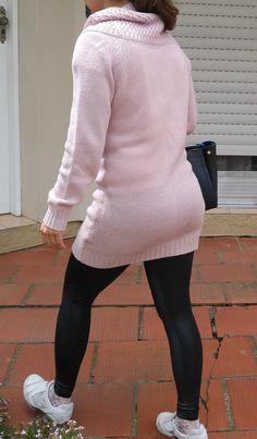 Blog Femina - Modéstia e Elegância: Vestido de lã + legging de couro + tênis
