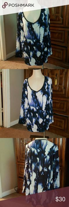 Floral cuteness Stunning floral shirt....could be thought of as a light sweater!!  Never worn, very roomy. 100% polyester Simply Vera Vera Wang Tops