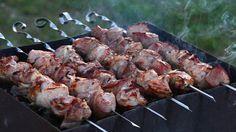 Шашлык, замаринованный именно по этому рецепту, станет истинным королевским блюдом на любом пикнике.