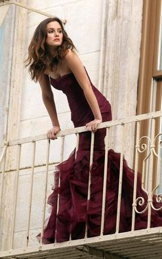My favorite Gossip Girl, Leighton Meester poses in a Vera Wang couture gown on a balcony for the new Wang perfume 'Lovestruck'She looks so beautiful! Gossip Girls, Mode Gossip Girl, Estilo Gossip Girl, Gossip Girl Fashion, Gossip Girl Gowns, Gossip Girl Style, Gossip Girl Blair, Gossip Girl Outfits, Leighton Meester