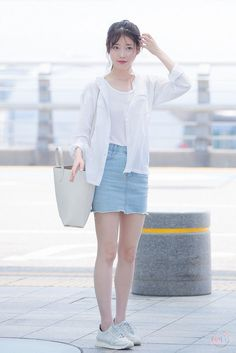 Lee Ji Eun * IU * : 이지은 * 아이유 * : @ Incheon Airport departing for NanJing Korea Fashion, Kpop Fashion, Asian Fashion, Daily Fashion, Fashion Outfits, Kpop Outfits, Korean Outfits, Cute Outfits, Casual Outfits