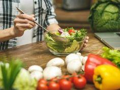 Te 5 składników sprawi, że po sałatce już nigdy nie będziesz głodna! Tofu, Guacamole, Sprouts, Potato Salad, Food And Drink, Health Fitness, Healthy Recipes, Vegetables, Ethnic Recipes