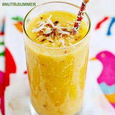 """Zwalcz wolne rodniki i dodaj sobie lat życia dzięki """"Pure Fusion""""  Jest idealnym koktajlem dla tych, którzy dopiero zaczynają swoja przygodę z tak zdrowym żywieniem  Jeśli chcesz dodatkowych witamin, zamień sałatę masłową na szpinak albo młody jarmuż nawet nie będziesz wiedzieć, że pijesz coś tak zdrowego!   Składniki:   2 garści sałaty masłowej  1 banan  1 pomarańcza  1/2 szklanki ananasa  1/2 szklanki mango  1/4 szklanki migdałów  Woda #Fit #Gym"""