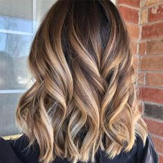 Perfect Blends of Balayage for Lob Cuts in Year 2019 Just see here and pick one of the best styles of balayage colored lob cuts. Choose this amazing blend of balayage hair color just to make you looks more adorable and interesting in year Brown Hair With Blonde Highlights, Brown To Blonde, Balayage Hair Brunette With Blonde, Hair Styles With Highlights, Brown Highlighted Hair, Fall Blonde Hair Color, Brunette Hair Color With Highlights, Fall Hair Color For Brunettes, Brown Hair With Highlights And Lowlights