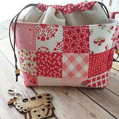These Pretty Bags are So Easy to Make - Quilting Digest Drawstring Bag Pattern, Snap Bag, Fabric Gift Bags, Baskets, Quilting, Simple Bags, Quilted Bag, Easy Sewing Projects, Couture