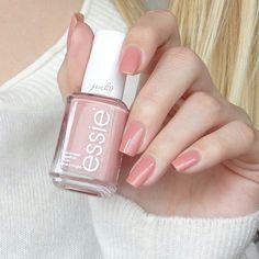 Essie - Eternal Optimist Großen Respekt an alle Mädels, die uns hier regelmäßig mit ihren HandmitbisschenMenschdrauf-Bildern beglücken, das ist nicht so easy, wie es aussieht