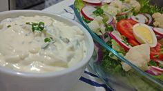 Esse molho de iogurte para saladas é muito gostoso, faço sempre que possível para comer com legumes cozidos, crus ou qualquer tipo salada fica uma delicia. A combinação dos ingredientes nos traz um molho com textura e sabores incríveis. Vamos à receita: Molho... #alho #anaclaudianacozinha #cebola