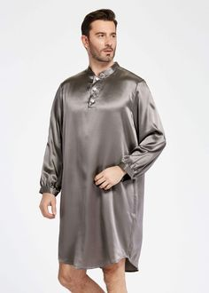 22 momme new design silk robe for men Mens Tunic, Men's Robes, Best Pajamas, Mens Sleepwear, Fibre And Fabric, Satin Pajamas, Night Outfits, Sewing Clothes