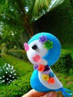 *FELT ART ~ blue bird -felt, buttons and beads; crafts I would love that as a stuffed animal! Felt Diy, Felt Crafts, Fabric Crafts, Diy And Crafts, Crafts For Kids, Arts And Crafts, Felt Ornaments, Christmas Ornaments, Blue Christmas