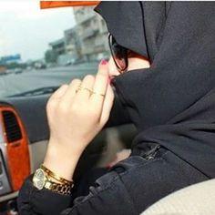Arab Hijab Dp, Mode Hijab, Hijab Chic, Cute Baby Girl Pictures, Cute Girl Poses, Beautiful Muslim Women, Beautiful Hijab, Arab Girls, Muslim Girls