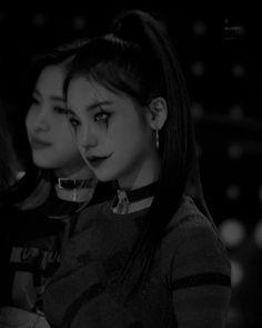 International Artist, Korean Artist, Aesthetic Girl, Poetry Quotes, Kpop Girls, Taehyung, Actors & Actresses, Twins, Fanart