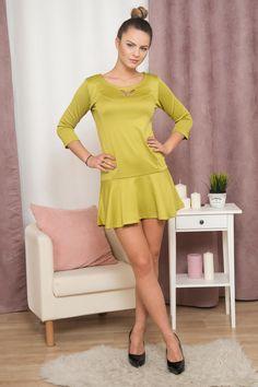 Krásné jarní šaty/tunika. Barva, kterou rozhodně zaujmeš.