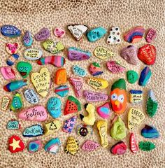 Painted Rock Ideas - Do you need rock painting ideas for spreading rocks around your neighborhood or the Kindness Rocks Project? Pebble Painting, Love Painting, Painting For Kids, Pebble Art, Art For Kids, Shell Painting, Painting Studio, Rock Painting Ideas Easy, Rock Painting Designs