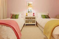 Oi pessoal tudo bem, o assunto de hoje é decoração de quarto infantil de irmãos. Aqui em casa Ana Luiza e Arthur dormem no mesmo quarto porq...