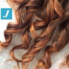 I capelli sani firmati Degradé Joelle con sfumature oro, marrone e rame. #cdj #degradejoelle #tagliopuntearia #degradé #igers #naturalshades #hair #hairstyle #haircolour #haircut #longhair #style #hairfashion