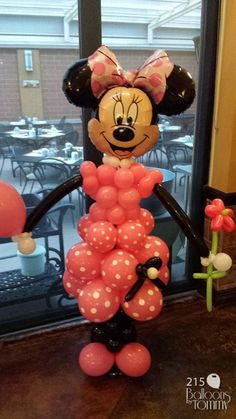 Look who showed up to this birthday bash, it's Minnie Mouse!  | Balloons by Tommy | #balloonsbytommy