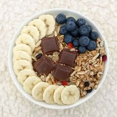 Hello everyone! 🌻 I hope your week has started well. . Here comes brekkie I had a while ago: Oatmeal topped with banana, Finnish @fazersuomi chocolate, blueberries and berry granola. 😍 . You might guess I loooooove melted chocolate in oats. Have you tried it yet? 🤭 -O Melted Chocolate, Have You Tried, Blueberries, Hello Everyone, Granola, Acai Bowl, Oatmeal, Banana, Positivity