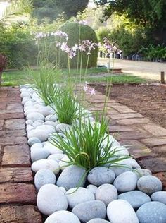 Paisajismo Vida Verde realizes sale and installation of sleepers and … … - Diy Garden Projects Garden Types, Diy Garden, Garden Projects, Garden Ideas For Large Gardens, Garden Bed, Small Gardens, House Projects, Landscaping With Rocks, Front Yard Landscaping