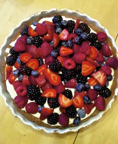 lemon berry tart recipe Ijust made this and damn is it ever good Light Desserts, Just Desserts, Delicious Desserts, Yummy Food, Yummy Yummy, Tasty, Tart Recipes, Sweet Recipes, Dessert Recipes