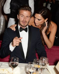 David Beckham holds wife Victoria's hand at Evening Standard awards Victoria And David, David And Victoria Beckham, Victoria Beckham Style, Queen Victoria, Reese Royce, David Beckham Family, Posh And Becks, Footballers Wives, Fashion Couple