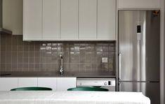 Cozinhas  por Casas Cube Kitchen Cabinets, Inspiration, Home Decor, House Beautiful, Home Made Simple, Good Ideas, Kitchens, Modular Homes, Prefab Homes