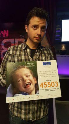 Regalare sorrisi è il suo mestiere, per questo anche il comico Michele Cordaro vuole ricordare che Nessuno è #disabile alla #felicità! #SMSsolidale #45503 #FondazioneAriel #bambini #disabilità #sorriso #CampagnaSMS bit.ly/Ariel_SMS2016